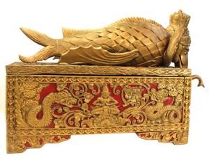 Arca Asiática Antiga em Talha Dourada